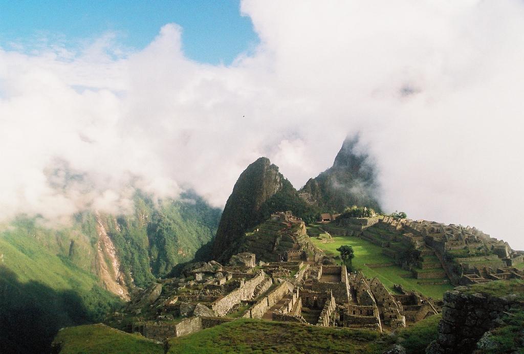 Le Machu Picchu dans la brume